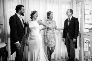Familia junto a la novia