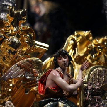 El trono de la malagueña Virgen de la Paloma, al detalle