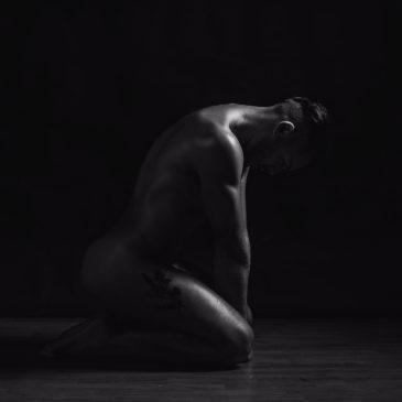 Desnudo artístico en estudio